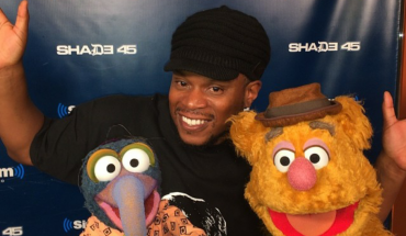 Sway smiling with Gonzo and Fozzie Bear