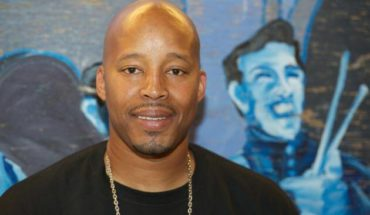 """Warren G stops for a quick photo on the set of the Play-N-Skillz """"Thing's We'd Do"""" Video Shoot on October 27, 2010 in Los Angeles, California. (Photo by Earl Gibson III/FilmMagic)"""