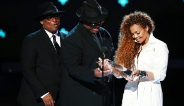 Janet Jackson being presented with Ultimate Icon Award by Jimmy Jam and Terry Lewis at the 2015 BET Awards (PRNewsFoto/Rhythm Nation)