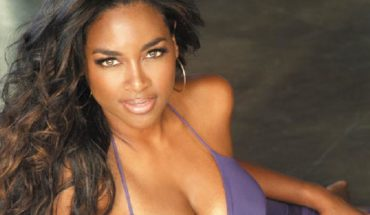 respect kenya moore 2 370x215 Kenya Moore Talks about Charity to Help Young Black Girls Develop Self Esteem on V013