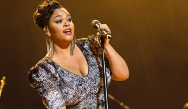 1Jill Scott 042412 370x215 Jill Scott Talks NYE Performance and Making out with Ebro