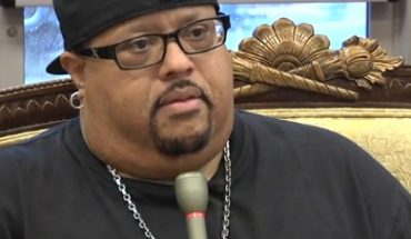 fred hammond 2011 370x215 Gospel Singer Fred Hammond has Double Knee Replacement Surgery
