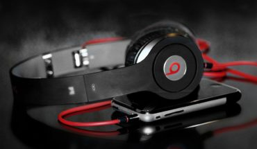 headphones-beats-by-dre-stylish-1920x1200